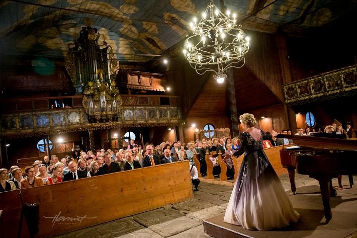 Operný benefičný galakoncert Opera Slovakia, Drevený evanjelický artikulárny kostol Kežmarok, Emy Csemy (soprán), foto: Zdenko Hanout