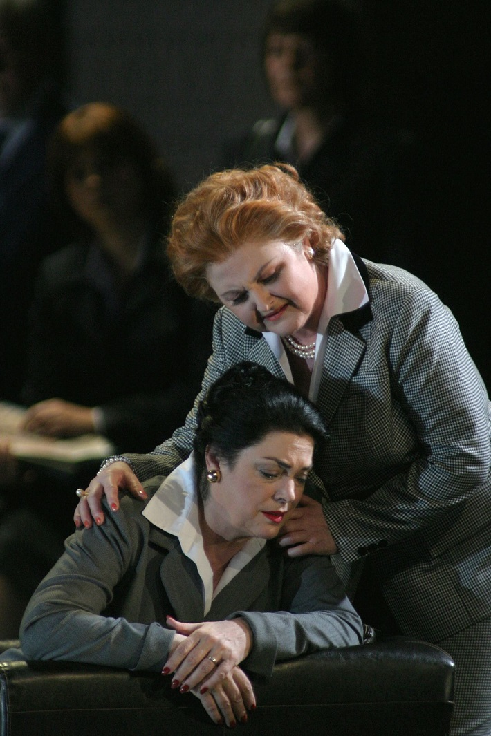 Roberto Devereux, Bavorská štátna opera Mníchov, Jeanne Piland (Sara), Edita Gruberová (Elisabetta), foto: www.staatsoper.de