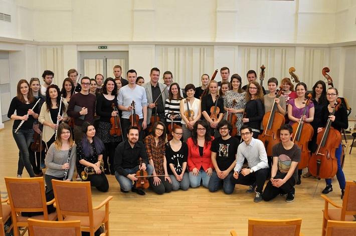 Symfonický orchester VŠMU v Bratislave s Daliborom Karvayom, skúška koncertu, foto: HTF VŠMU Projects (facebook)