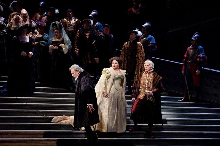 Ernani, Metropolitná opera New York, F. Furlanetto (de Silva), A. Meade (Elvíra), D. Chvorostovskij (Don Carlo), foto: Marty Sohl/Metropolitan Opera
