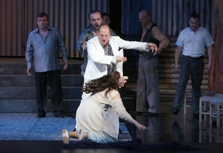 Šperky Madony, Opera SND, (2015), A. Kohútková (Maliella), S. Tolstov (Rafaele), J. Ďurčo (Rocco), foto: Jozef Barinka