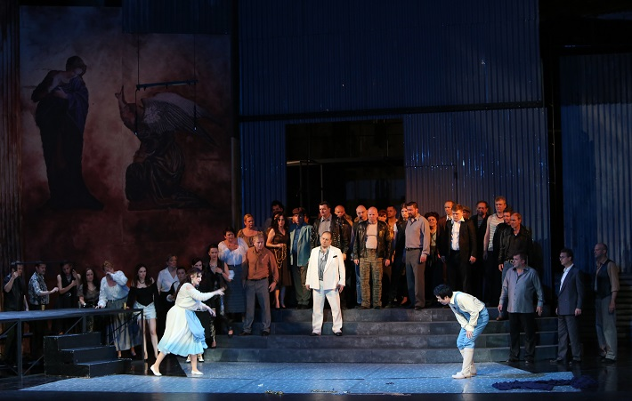 Šperky Madony, Opera SND, (2015), A. Kohútková (Maliella), S. Tolstov (Rafaele), K. Kim (Gennaro), foto: Jozef Barinka