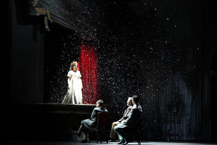 Dorian Gray, Opera SND, 2013, K. Juhásová-Štúrová (Sybil Vane), A. Jenis (Lord Henry), J. Galla (Basil), E. Fennell (Dorian), foto: Jozef Barinka