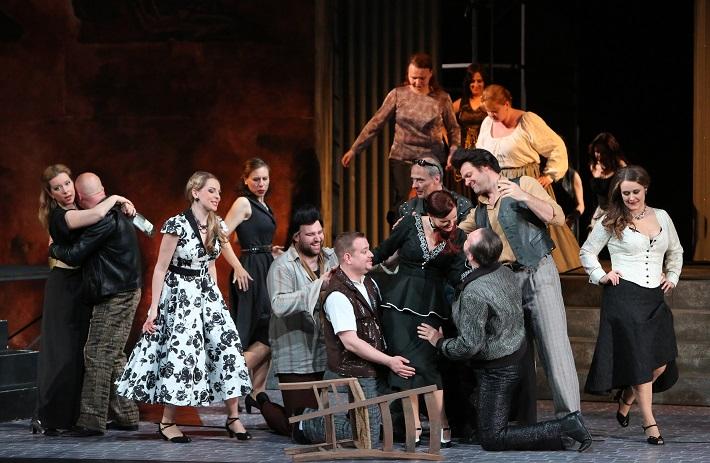 Šperky Madony, Opera SND, (2015), M. Rychlová (Concetta), A. Vizvári (Stella), J. Ďurčo (Rocco), M. Šebestová (Serena), foto: Jozef Barinka