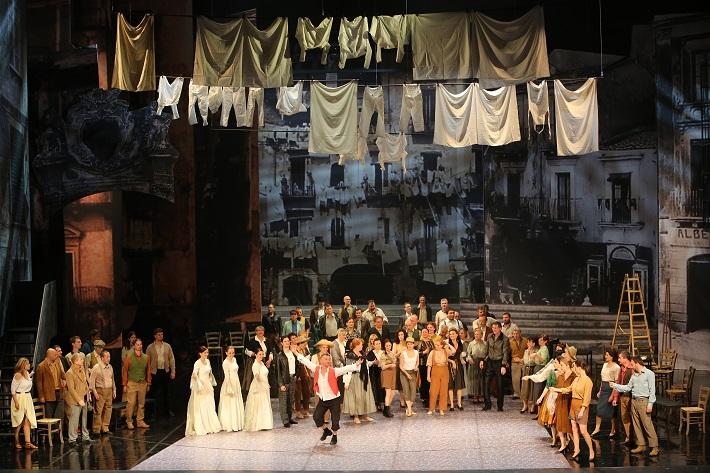 Šperky Madony, Opera SND, (2015), Scéna z 1. dejstva, foto: Jozef Barinka