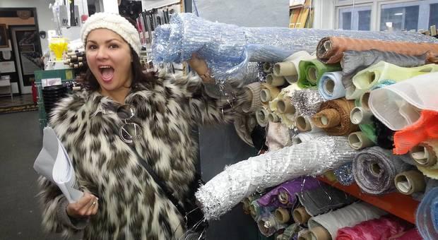 Anna Netrebko na nákupe látok na kostýmy do opery pre deti Snehová kráľovná
