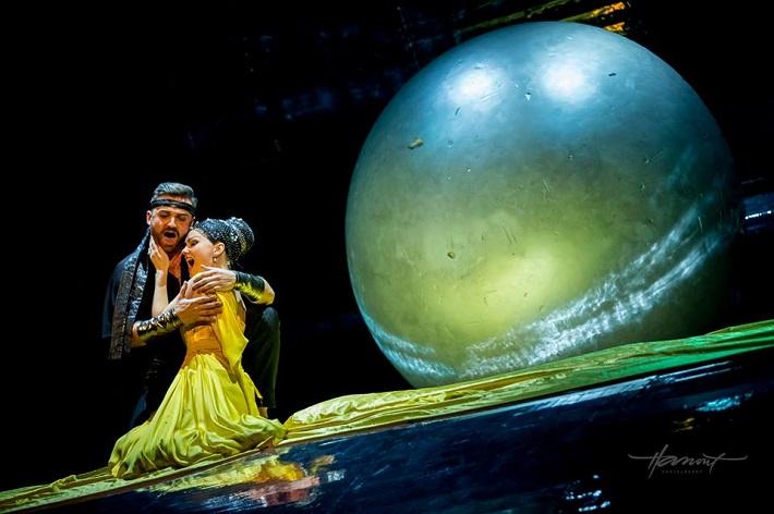 Lovci perál, Štátna opera Banská Bystrica, P. Bršlík (Nadir), K. Mackiewicz (Leila), foto: Zdenko Hanout