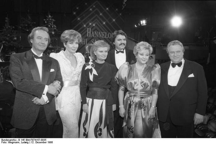 Lucia Popp (druhá sprava) a Peter Seiffert (tretí sprava) na fotografii z 12. decembra 1986, foto: Ludwig Wegmann