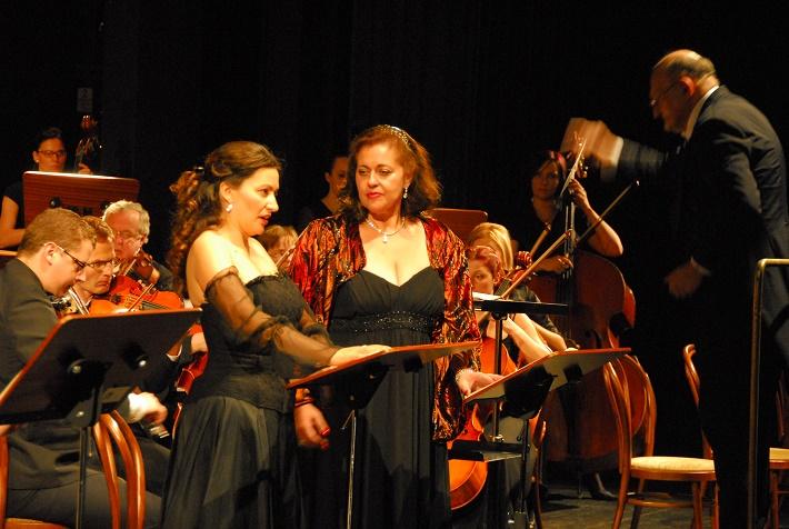 Zámocké hry zvolenské, 2009, V. Bellini: Norma, Laura Brioli, Susan Neves, Marián Vach, foto: Archív ŠOBB