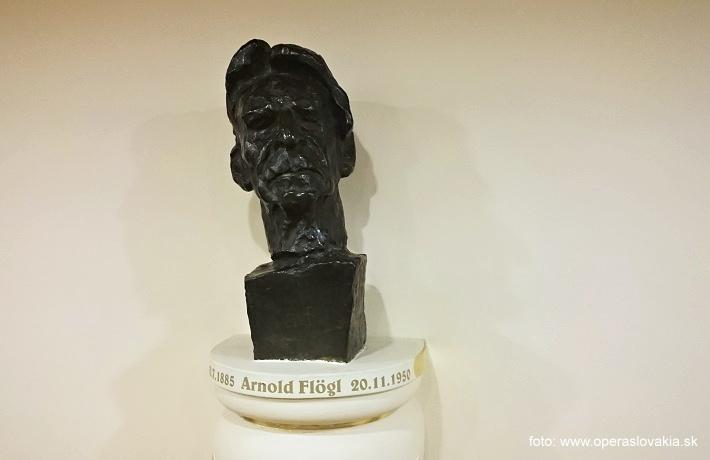 Arnold Flögl, (1885-1950), busta vo  foayeri  historickej budovy SND, autorom busty je sochár Jozef Kostka, foto: Ľudovít Vongrej