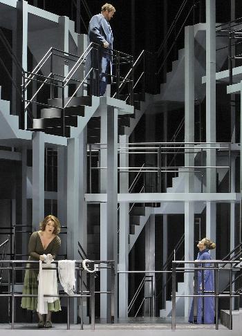 Tristan a Izolda, Bayreuth, 2015, Christa Mayer, Evelyn Herlitzius (Izolda) a Stephen Gould (Tristan), foto: Enrico Nawrath EPA