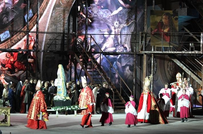 G. Puccini Tosca, open air festival v St. Margarethen 2015, Chlapci z Bratislavského chlapčenského zboru ako miništranti na premiére Tosky, foto: archív BCHZ