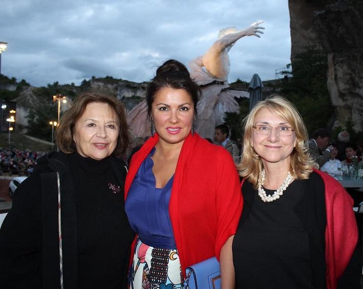 G. Puccini Tosca, open air festival v St. Margarethen 2015, Emília Vášáryová, Anna Netrebko a Siliva Hroncová na predstavení Tosky v St. Margarethen