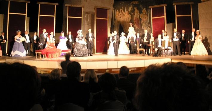 La Traviata, Opera ŠD Košice, Jaskynné divadlo vo Fertőrákosi (Maďarsko), 2010