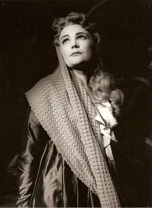 Ludmila Dvořáková, G. Puccini: Manon Lescaut, Opera SND, 1955, foto: Archív SND