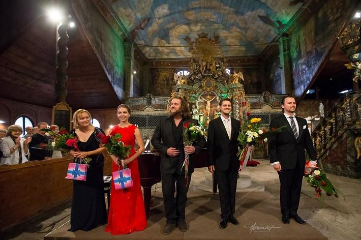 Operný benefičný koncert Operné gala 2015 v Kežmarku, foto z ďakovačky po koncerte, J. Grejtáková, P. Janečková, T. Tóbisz, P. Kellner, Š. Kocán, foto: Zdenko Hanout
