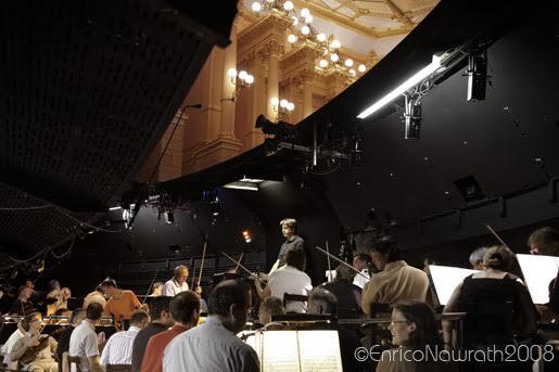 Pohľad do orchestrálnej jamy neviditeľnej z pohľadu divákov