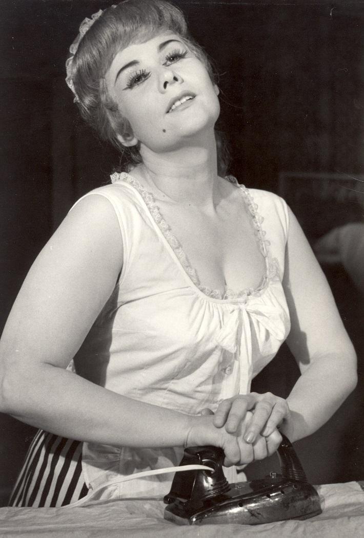 Gian Carlo Menotti: Stará panna a zlodej, banskobystrická opera, (1967), Dagmar Rohová – Boksová (Laetitia), foto: Archív Štátnej opery BB