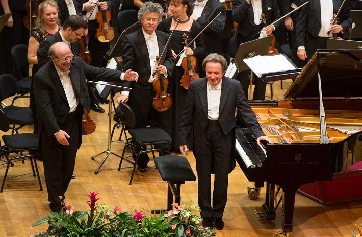 Jack Martin Händler, dirigent, Rudolf Buchbinder, klavír, Bruno Walter Symphony Orchestra, foto: Ľuboš Pilc / Gesamtkunstwerk