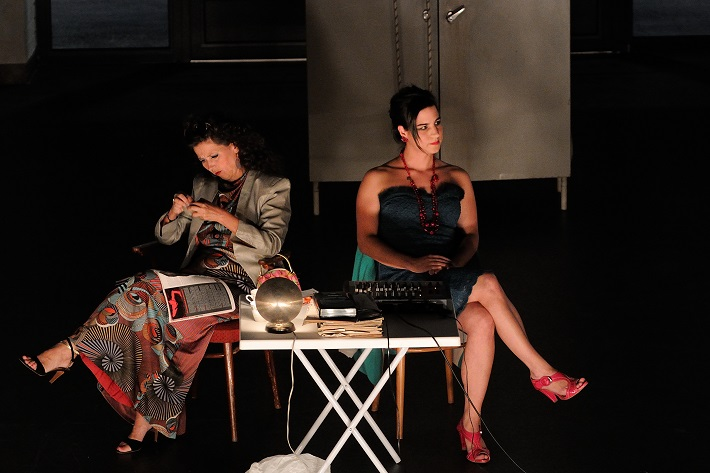 Katalin Károlyi a Sára Dezsö pri stvárnení opery Rudolfa Komorousa, Ostravské dni 2015, foto: Martin Popelář, archív OCNH