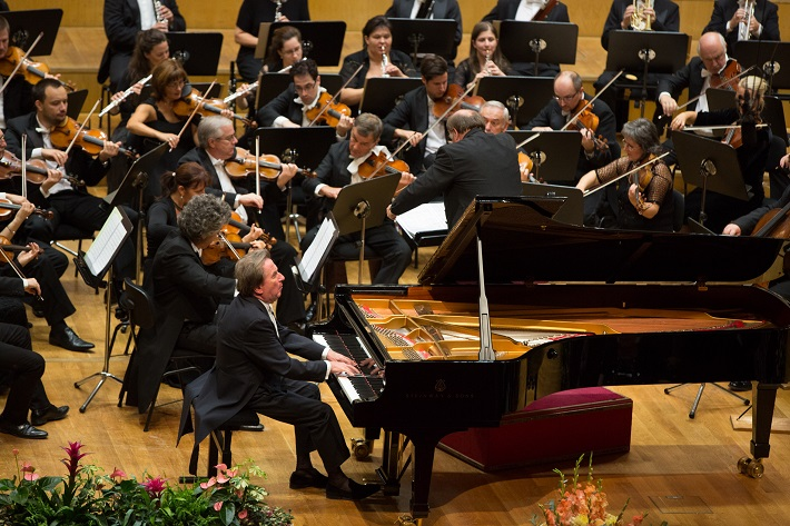 Rudolf Buchbinder, klavír, Jack Martin Händler, dirigent, Bruno Walter Symphony Orchestra, foto: Ľuboš Pilc / Gesamtkunstwerk