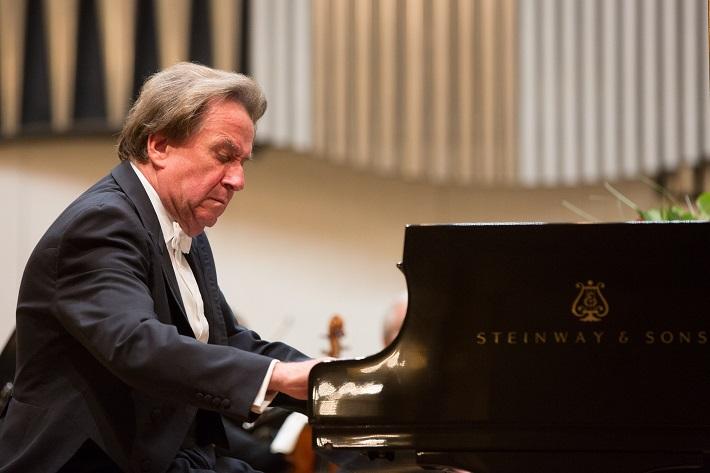 Rudolf Buchbinder, klavír, foto: Ľuboš Pilc / Gesamtkunstwerk