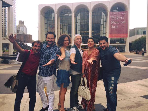 Zľava dirigent M. Armiliatto, I. Abdrazakov, manželia Florence a D. Chvorostovskij, A. Netrebko a Y. Eyvazov, foto: Twitter