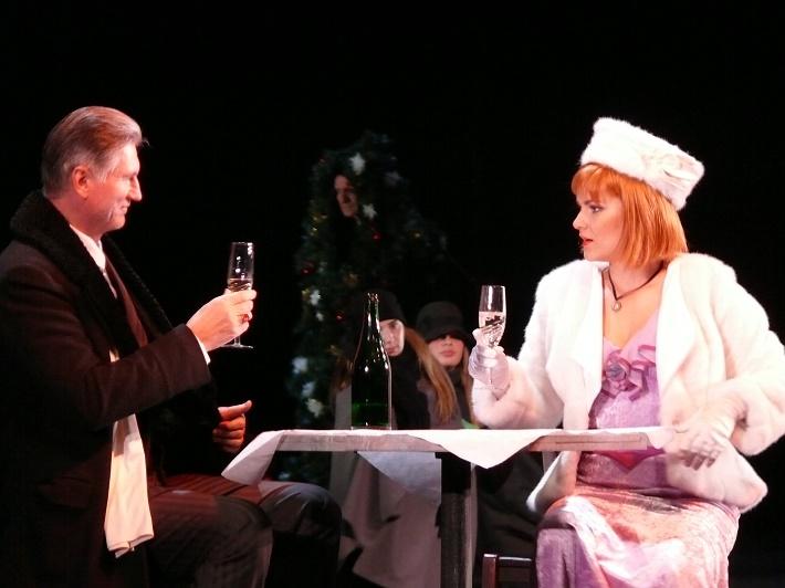 Giacomo Puccini: Bohéma, Opera SND, 2014, F. Ďuriač (Alcindor), A. Vizvári (Musetta), foto: Alena Klenková/SND