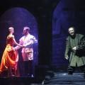 Giuseppe Verdi: Rigoletto, Štátna opera Banská Bystrica, 2015, Robert Smiščík (Vojvoda), Martin Popovič (Rigoletto), foto: Jozef Lomnický