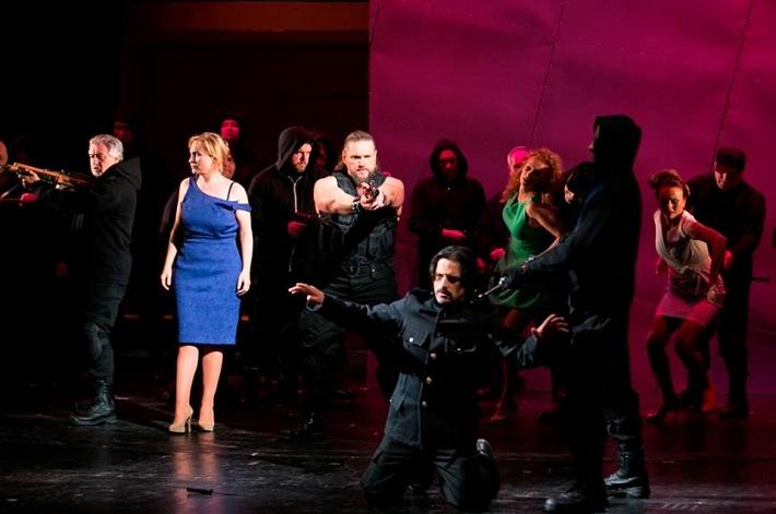 Giuseppe Verdi: Trubadúr, Opera ŠD Košice, 2015, J. Havranová (Leonora), T. Tóbisz (Manrico), L. Kendi (Gróf Luna), foto: Joseph Marčinský