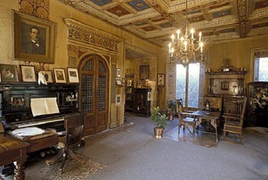 Pucciniho pracovňa v Torre del Lago, diela komponoval práve v tejto miestnosti a vždy zásadne v noci.