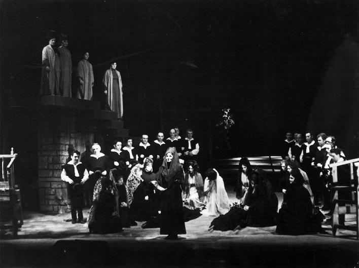 S. Szokolay: Krvavá svadba, Štátne divadlo Košice, 1967, Mária Adamcová (Matka), foto: Ondrej Béreš (archív DÚ)