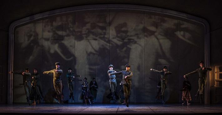 C. Davis, D. de Andrade: Nižinskij - Boh tanca, Balet SND, 2015, Scéna z 1. dejstva, foto: Peter Brenkus