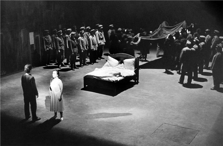 D. Šostakovič, Lady Macbeth Mcenského újezdu, Národní divadlo Praha, 2000, Sergej Kunajev, Klaudia Dernerová, foto: Hana Smejkalová