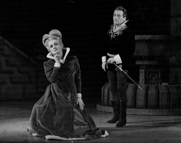 G. Donizetti: Lucia di Lammermoor, ŠD Košice, 1968, Lucia Ganzová (Lucia), Július Regec (Edgardo), foto: Mária Litavská (Archív DÚ)