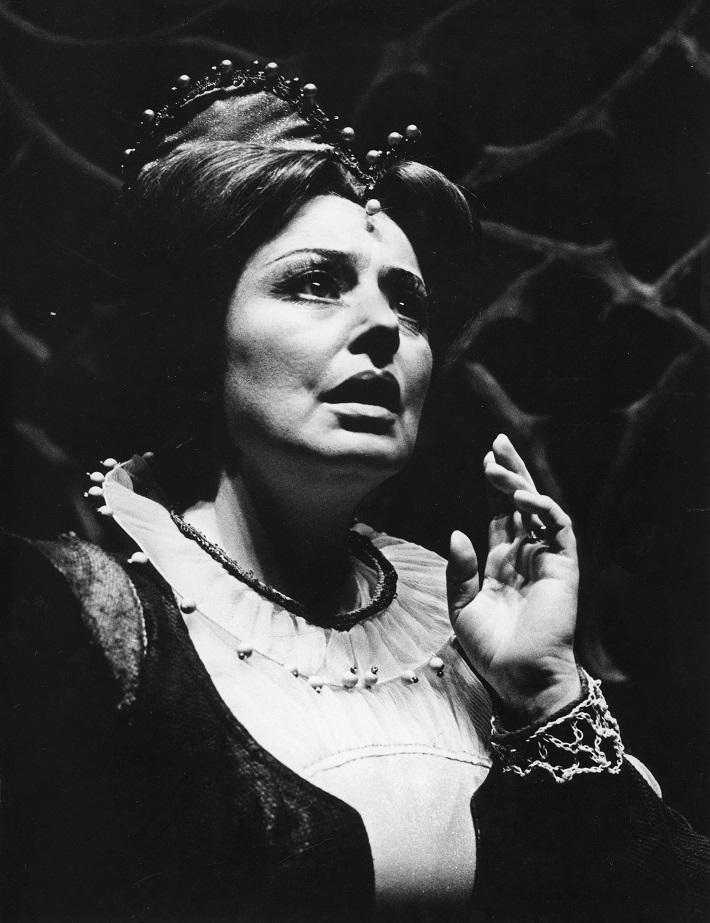 G. Donizetti: Lucia di Lammermoor, Opera SND, 1991, Anna Starostová (Alisa), foto: Anton Sládek, Archív SND