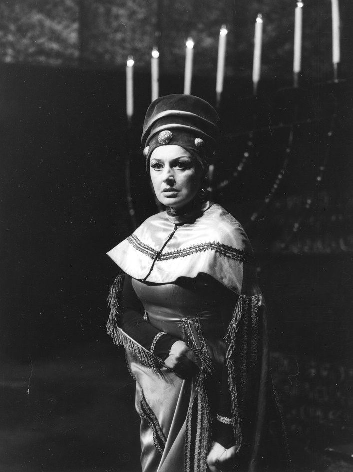 G. Verdi, Nabucco: Opera SND, 1966, Anna Starostová (Abigail), foto: Kamil Vyskočil