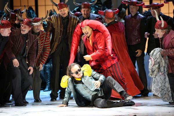 G. Verdi: Rigoletto, Opera SND, 2013, Juraj Peter (Ceprano), Leo An (Rigoletto), foto: Jozef Barinka