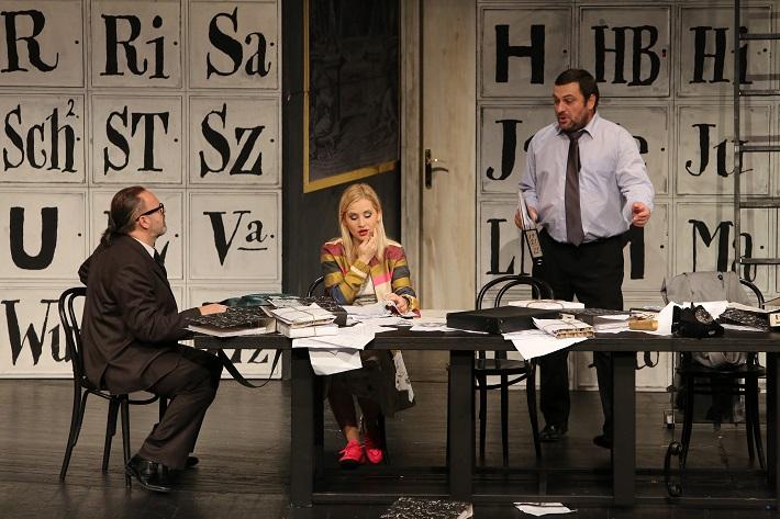 Leoš Janáček: Vec Makropulos, Opera SND, 2015, Ľ. Ludha (Albert Gregor), L. Ballová (Emilia Marty), G. Beláček (Dr. Kolenatý), foto: Jozef Barinka