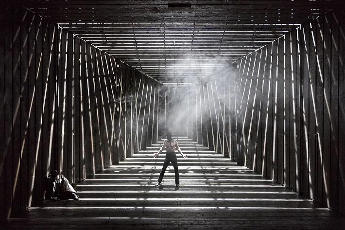 Richard Wagner: Bludný Holanďan, Theater an der Wien, 2015, S. Youn (Bludný Holanďan) a P. Strašil (Satan), foto: Werner Kmetitsch