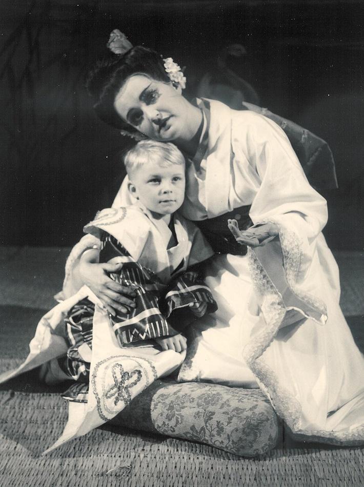 G. Puccini: Madama Butterfly, Opera SND, 1955, Mária Slotíková, (1916 – 1976), foto: Gejza Podhorský (Archív SND)