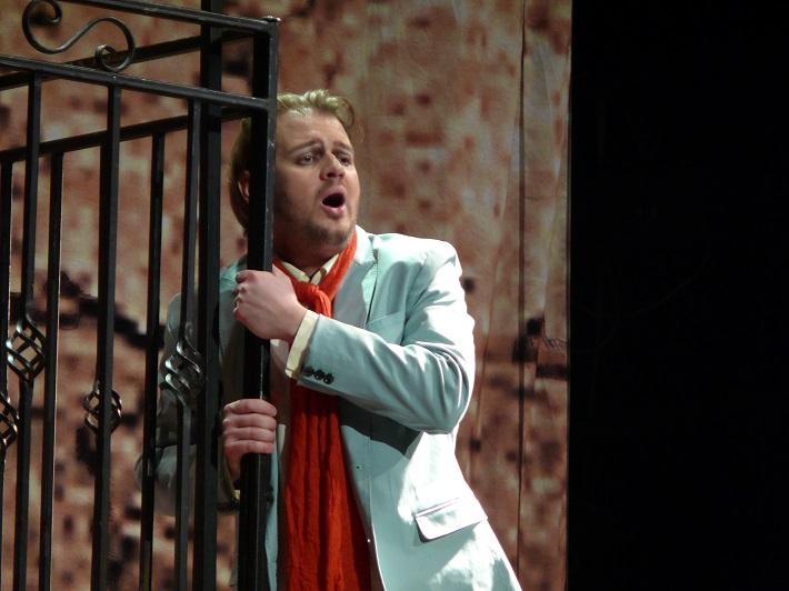 G. Rossini: Barbier zo Sevilly, Opera SND, 2015, Anton Rositskiy (Almaviva), foto: Alena Klenková/SND