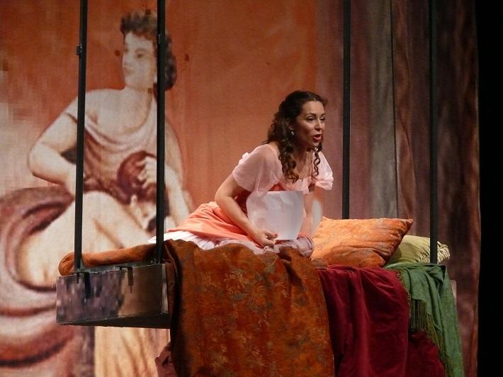 G. Rossini: Barbier zo Sevilly, Opera SND, 2015, Adriana Kučerová (Rosina), foto: Alena Klenková/SND