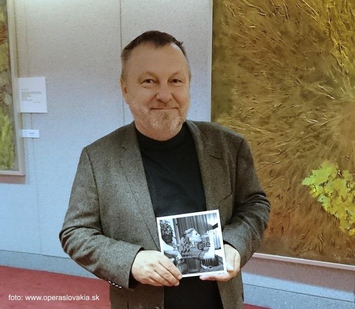 """Vernisáž výstavy fotografií Antona Sládeka, ,,Zákulisie – Skrytý svet Opery a Baletu SND"""", 2015, Anton Sládek, foto: Ľudovít Vongrej"""