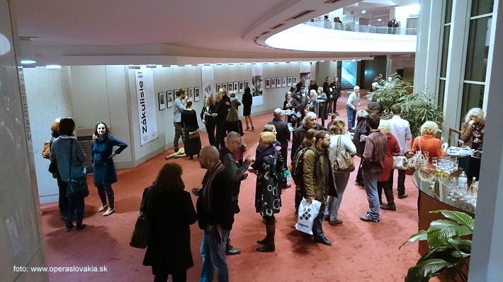 """Vernisáž výstavy fotografií Antona Sládeka, ,,Zákulisie – Skrytý svet Opery a Baletu SND"""", 2015, foto: Ľudovít Vongrej"""