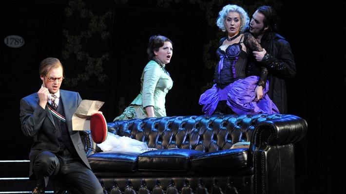 W. A. Mozart: Don Giovanni, Deutsche Oper am Rhein, zľava: J. Myllys (Don Ottavio), L. Aleksanyan (Donna Anna), B. Kele (Donna Elvira), R. Šveda (Don Giovanni), foto: Hans Jörg Michel