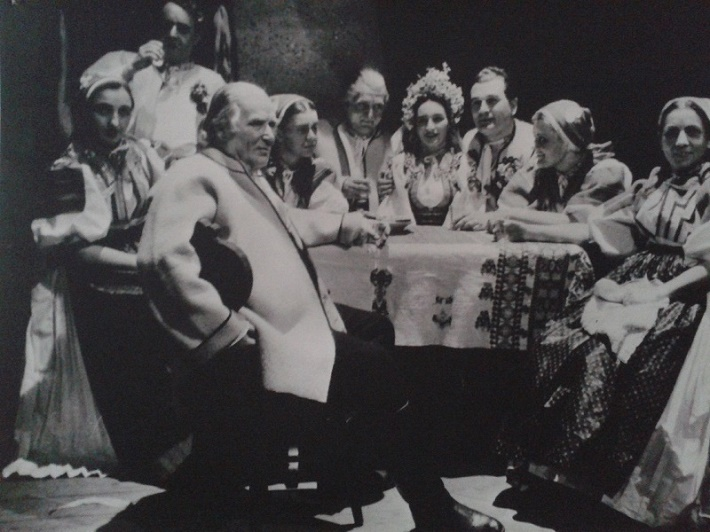 E. Suchoň: Krútňava, Opera SND, 1949, svadobná scéna, foto: Archív DÚ