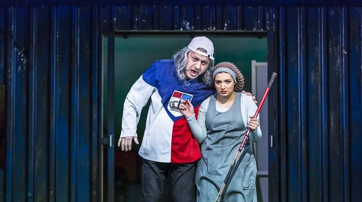 G. Rossini: Popoluška, Národné divadlo Praha, 2016, Jiří Sulženko (Don Magnifico) a Lena Belkina (Angelina), foto: Patrik Borecký