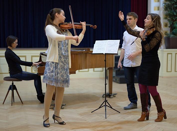 Majstrovské kurzy svetových virtuózov v Bratislave, 2015, Alexandra Soumm počas vyučovania, foto: Ján Lukáš