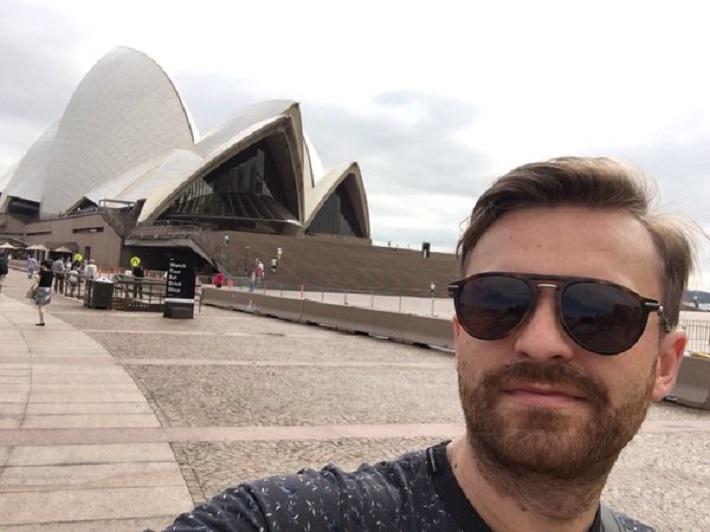 Pavol Bršlík pred budovou Opery v Sydney, foto: twitter